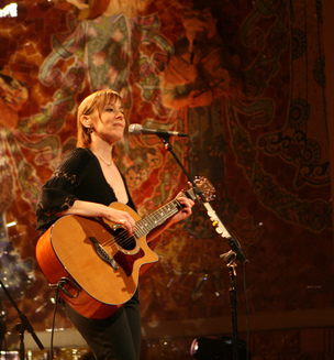 Suzanne_Vega_Unhinged_Music_Review